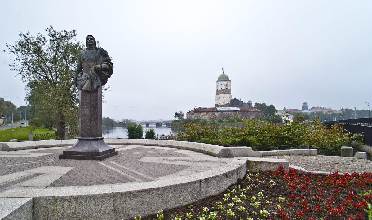 Памятник Апраксину. - Владимир