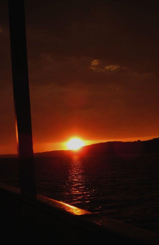 Закат на воде... - Павел Зюзин