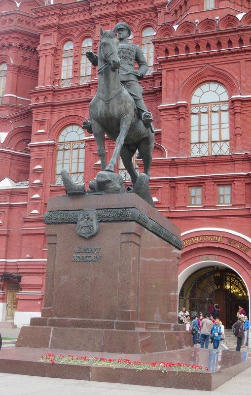 Памятник Жукову - Вера Щукина