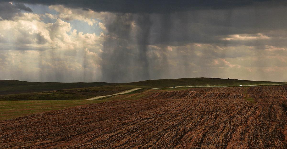В полях, под зноем и дождём 2 - Сергей Жуков