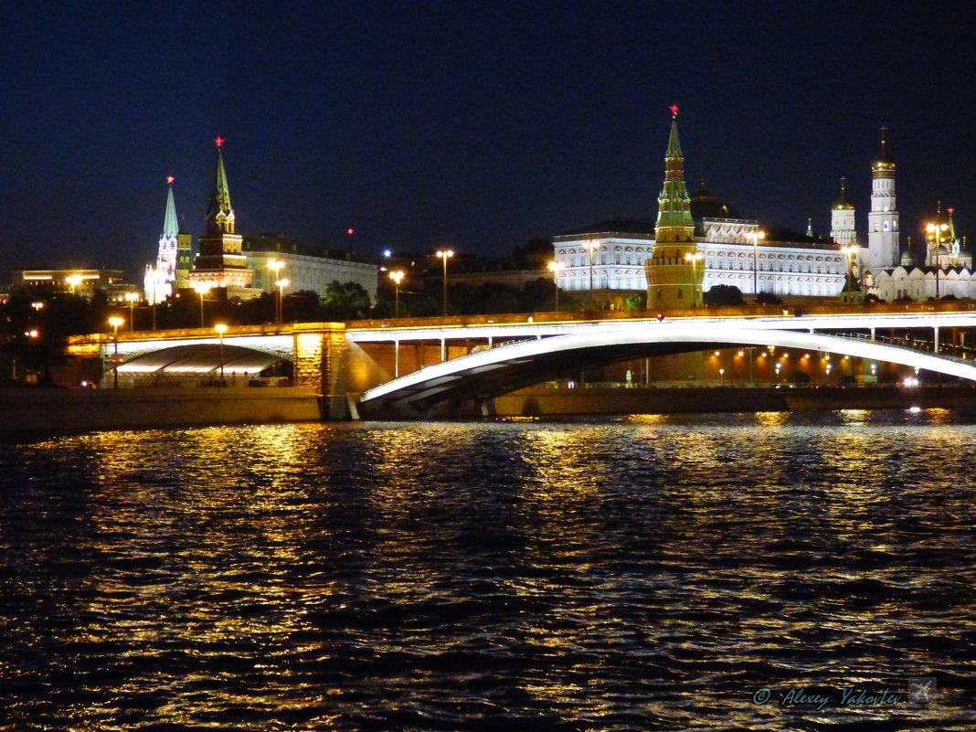 Городской  ночной пейзаж. - Alexey YakovLev