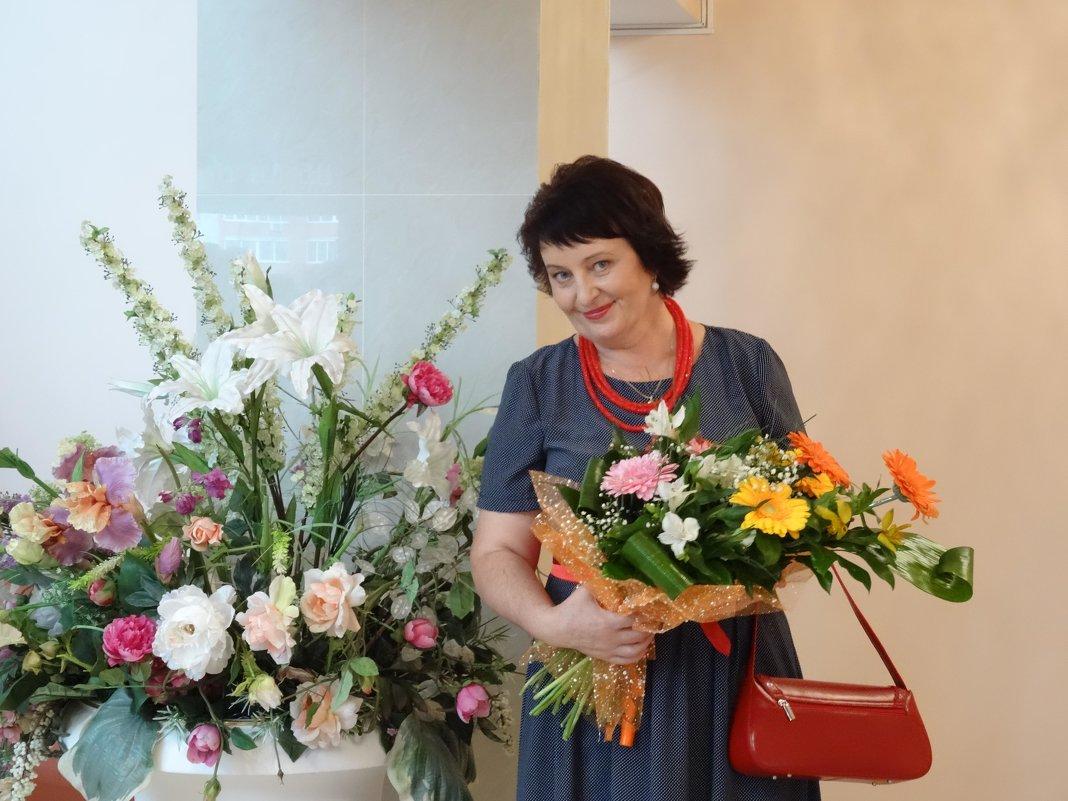С цветами - Ирина Голубева
