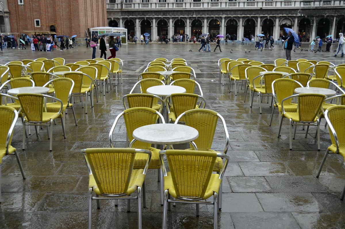 Желтые стулья на площади Сан-Марко - Николай Танаев