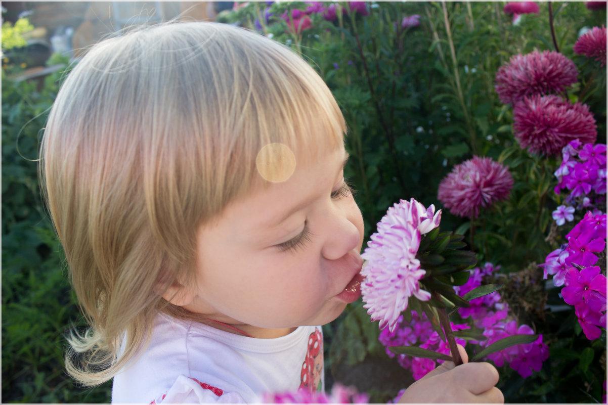 Девочка и цветок - Елена Исхакова