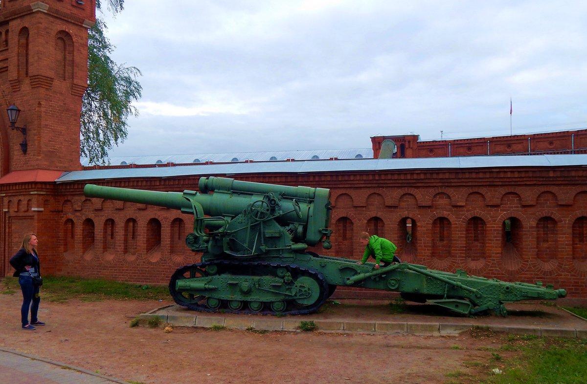 У музея артиллерии - Виктор Егорович