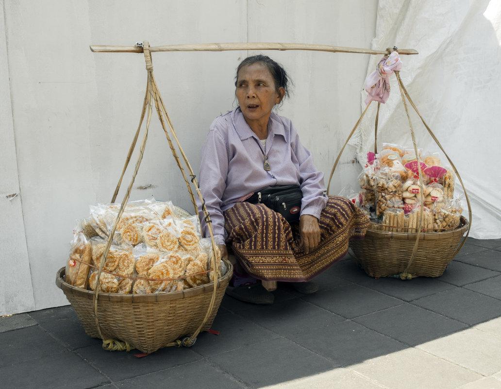 Таиланд. Бангкок. Продавец сладостей - Владимир Шибинский