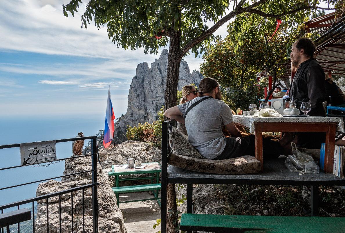 Интерьер кафе на Ай-Петри - Юрий Яловенко