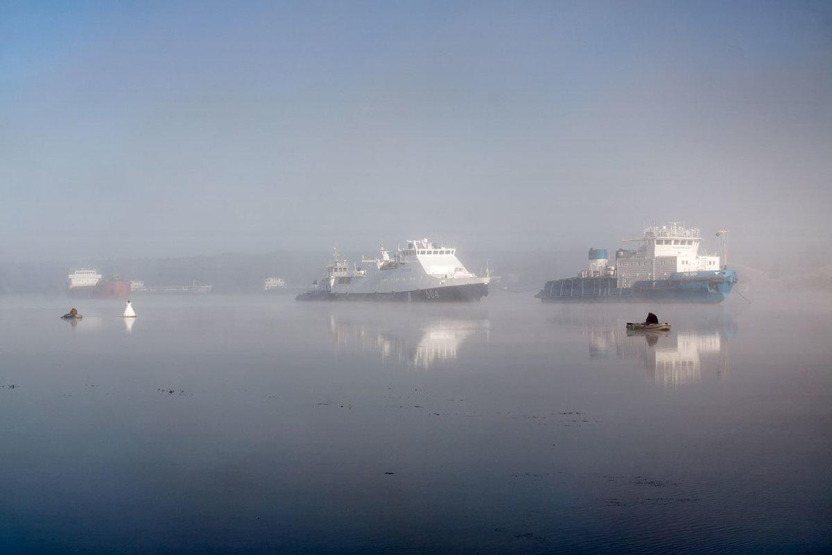 На якоре из-за тумана - Владимир Миронов