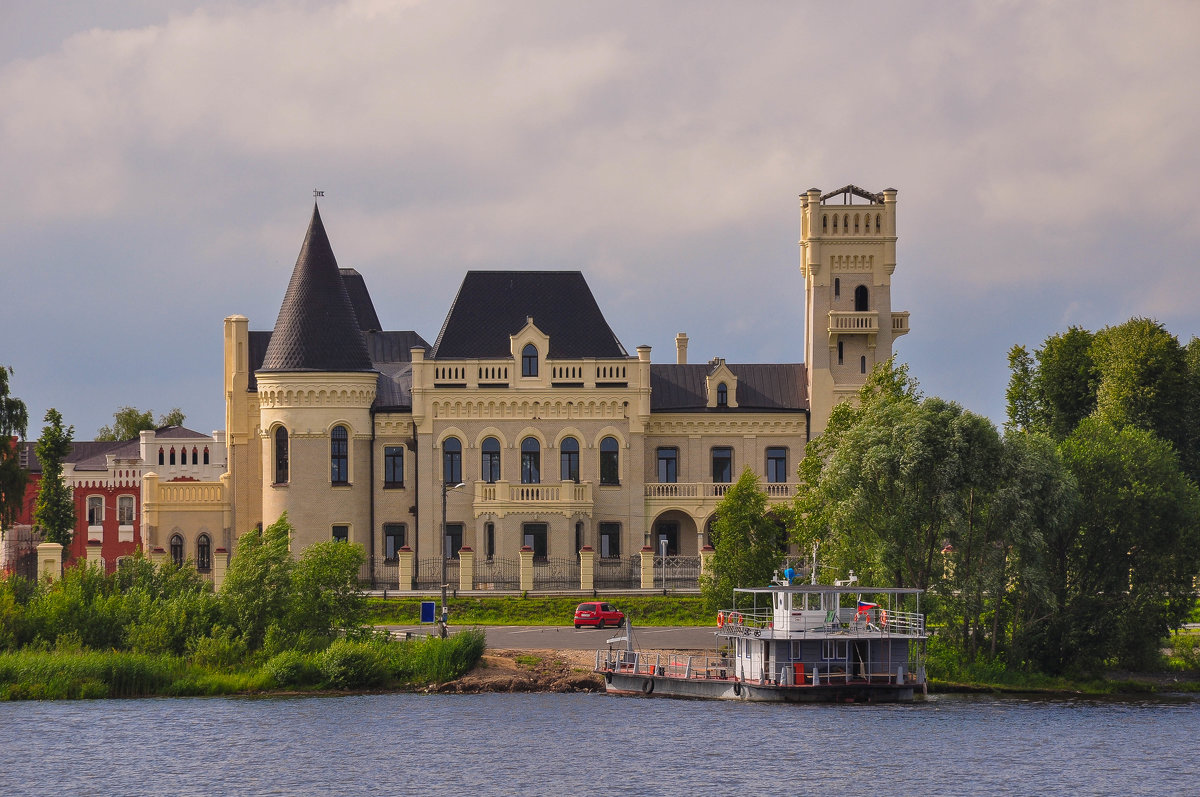 Восстановленный Шереметьевский замок на Волге - Сергей Тагиров
