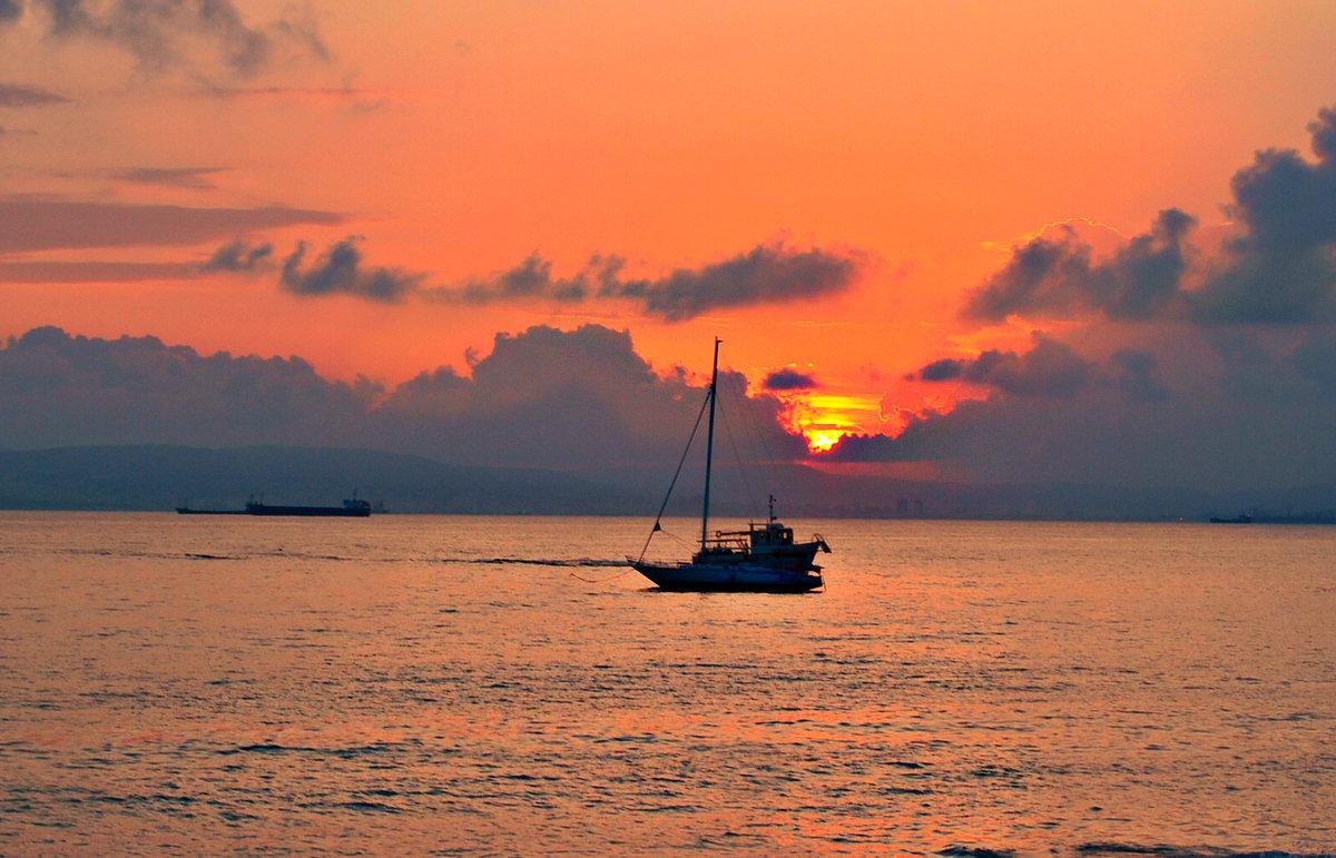Закат на море.. - Клара