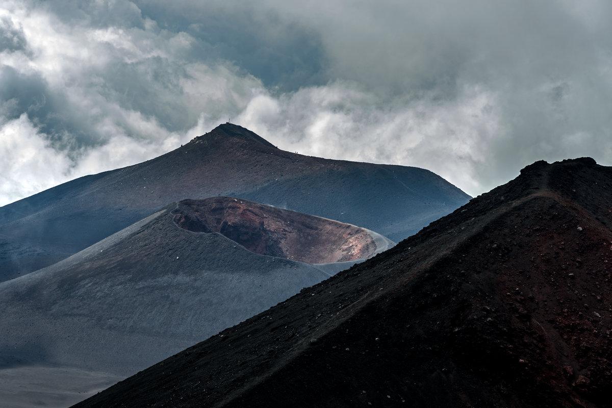 Потухший кратер.. - Виктор Льготин