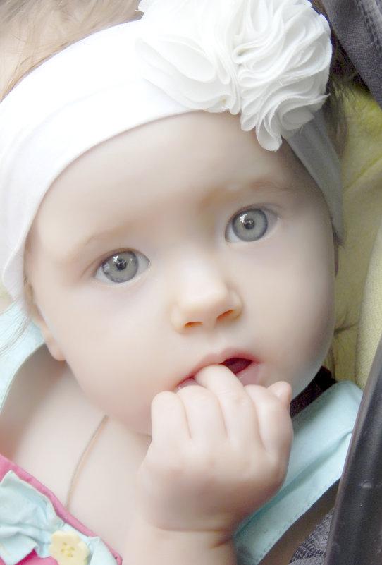 Маленькая принцеса замечталась - максим