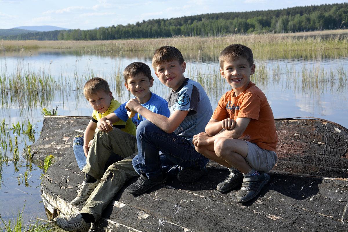 Дети после рыбалки - Дмитрий Петренко