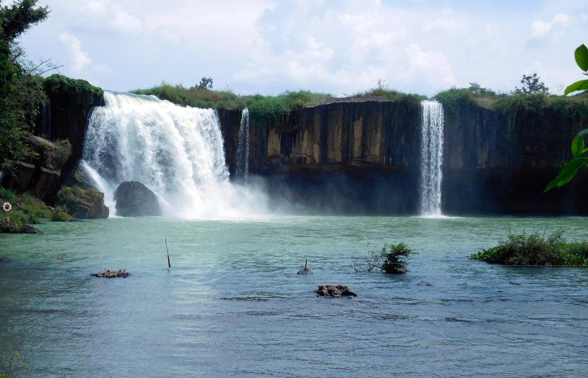 Водопад в провинции Даклак. Вьетнам. - ирина