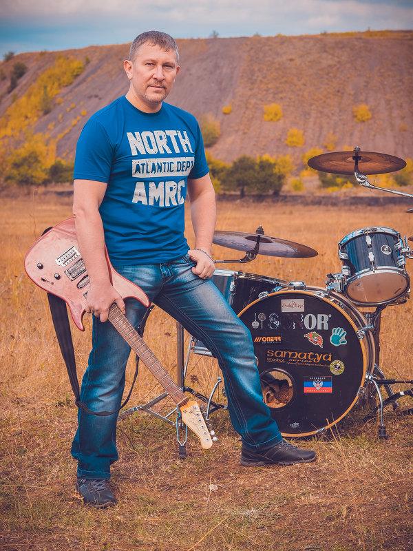 Фотосет рок группы  на фоне терриконов - Игорь