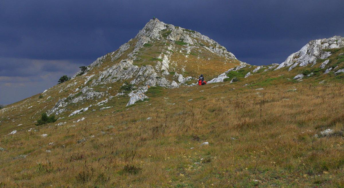 На верхнем плато Чатыр-Дага - Михаил Баевский