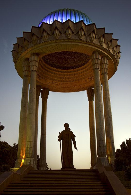Памятник Алишеру Навои.Ташкент. - Татьяна