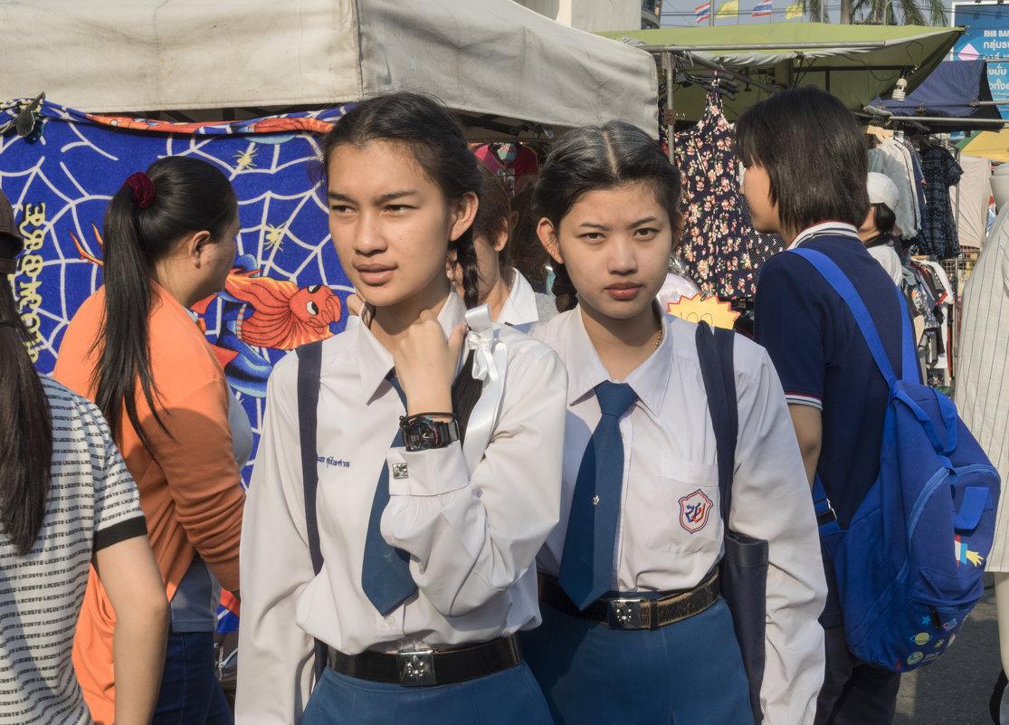 Таиланд. Срирача. Девушки из колледжа - Владимир Шибинский