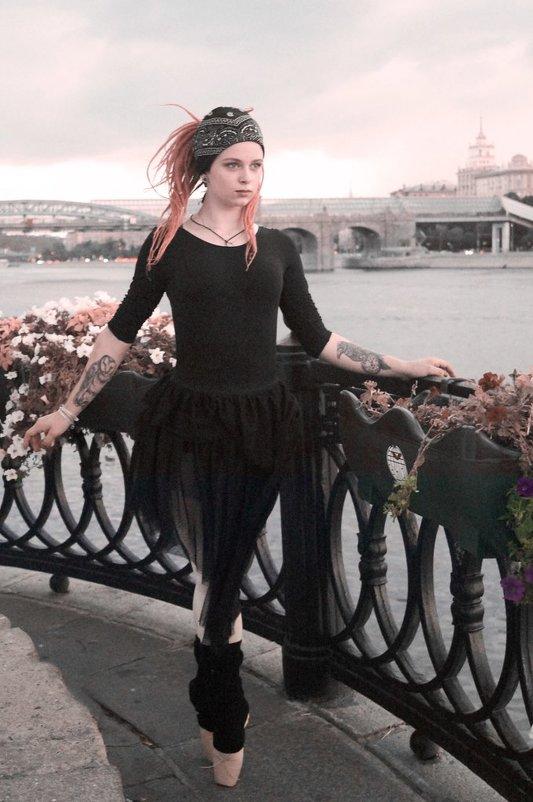 04 - Tessa Caffrey