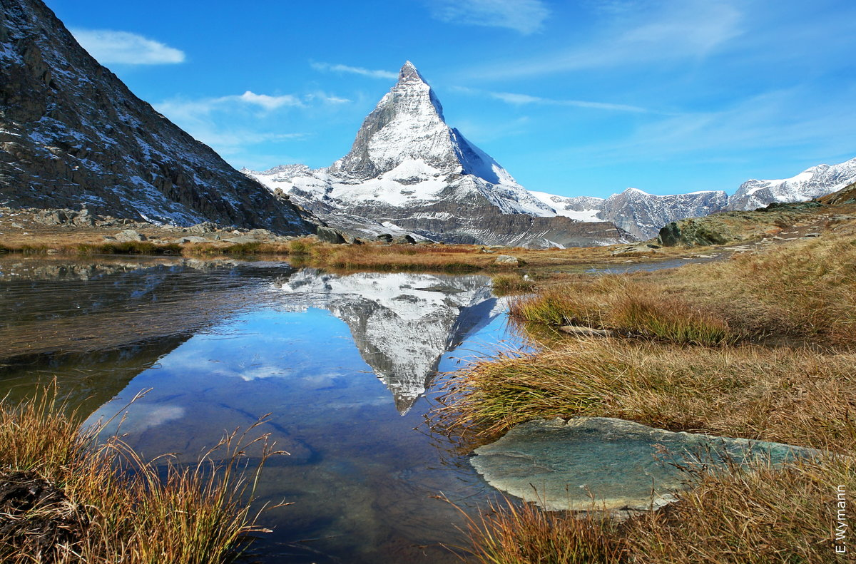 красуется гора у зеркала воды - Elena Wymann