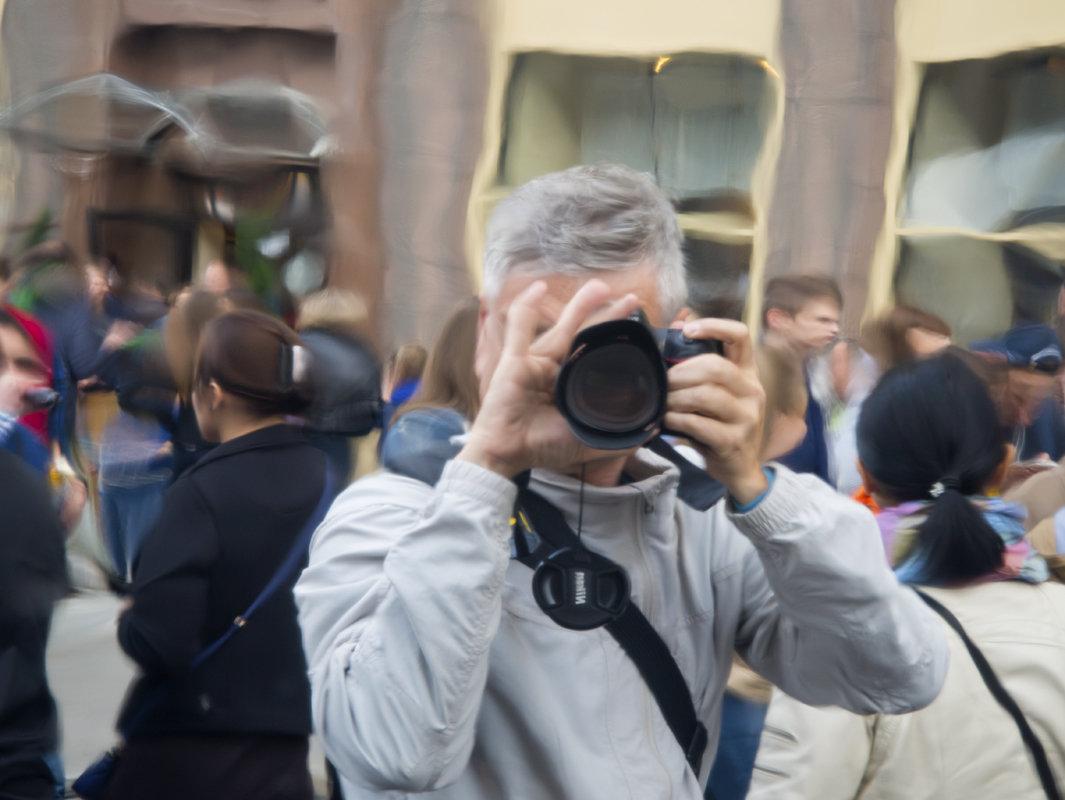 Автопортрет на фоне Дня города. Москва. Тверская. - Олег Пученков