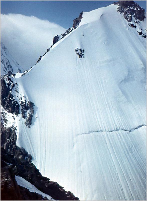 Крутой снежный склон. Кавказ - Lmark