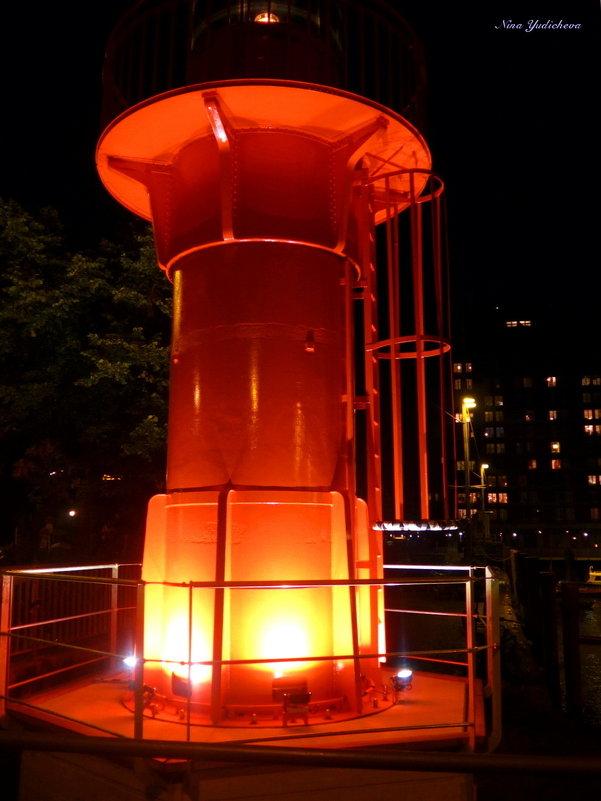 Lichtturm. Hamburg - Nina Yudicheva