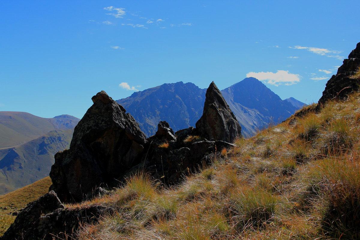 Камни и скалы Эльбруса.Гора Каракая (Скалистая), высота вершины 3350 м. - Vladimir 070549