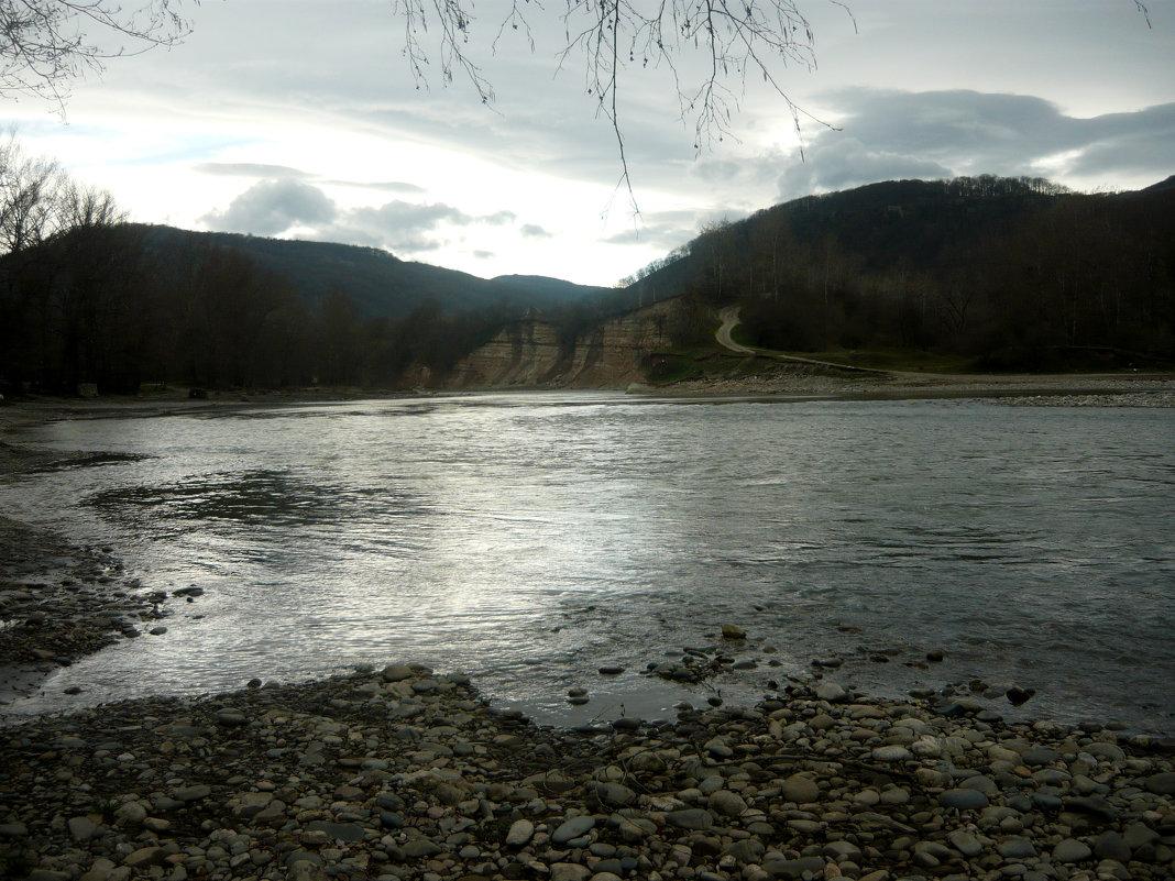Непривычная гладь реки Белая - Надежда