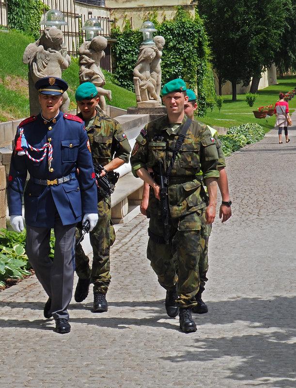 Охрана Президентского Дворца - Николай Ярёменко