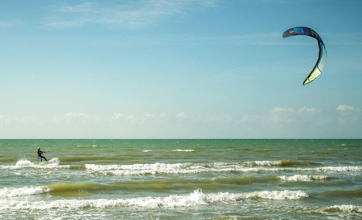Бегущий по волнам - Александр