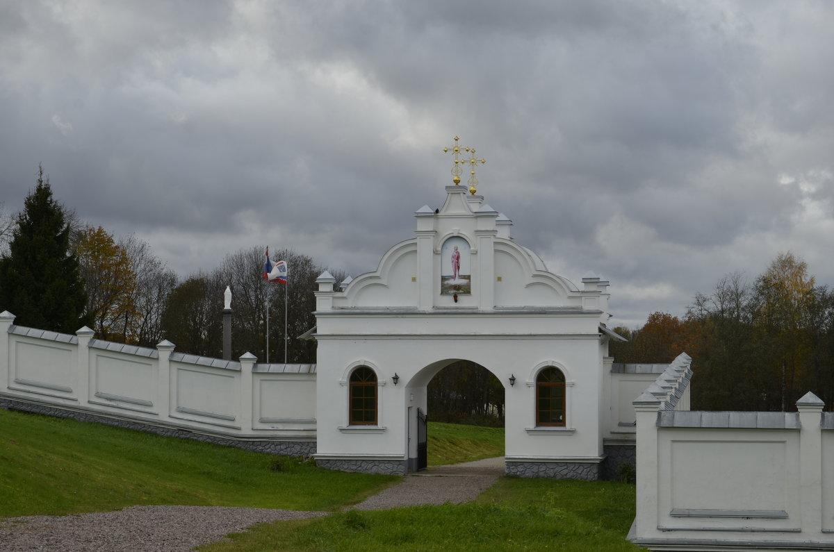 вход в монастырь - Михаил Радин