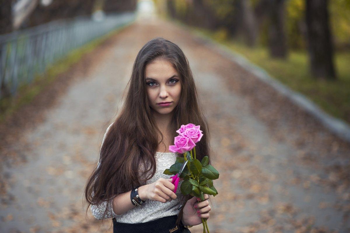 С букетом роз - Женя Рыжов