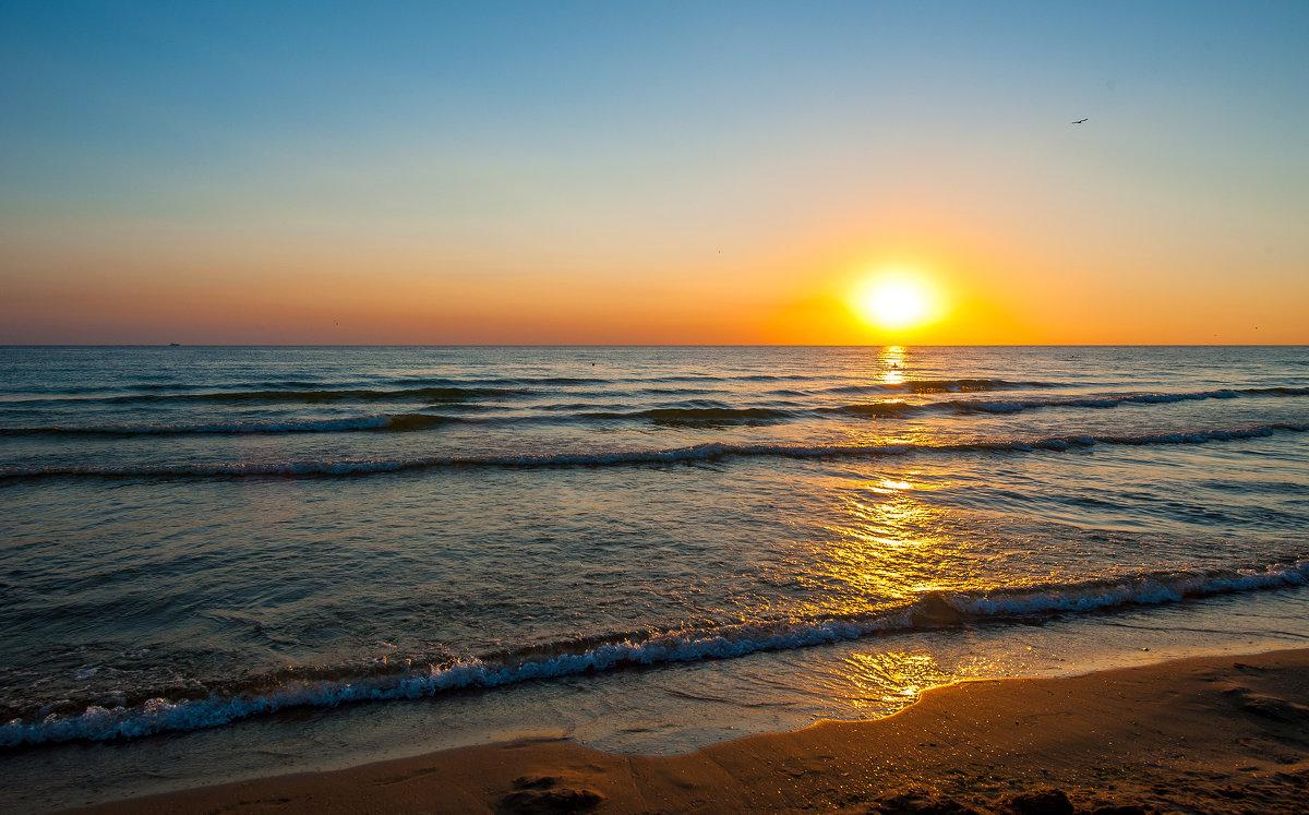 Черное, золотое море..... - Виктор