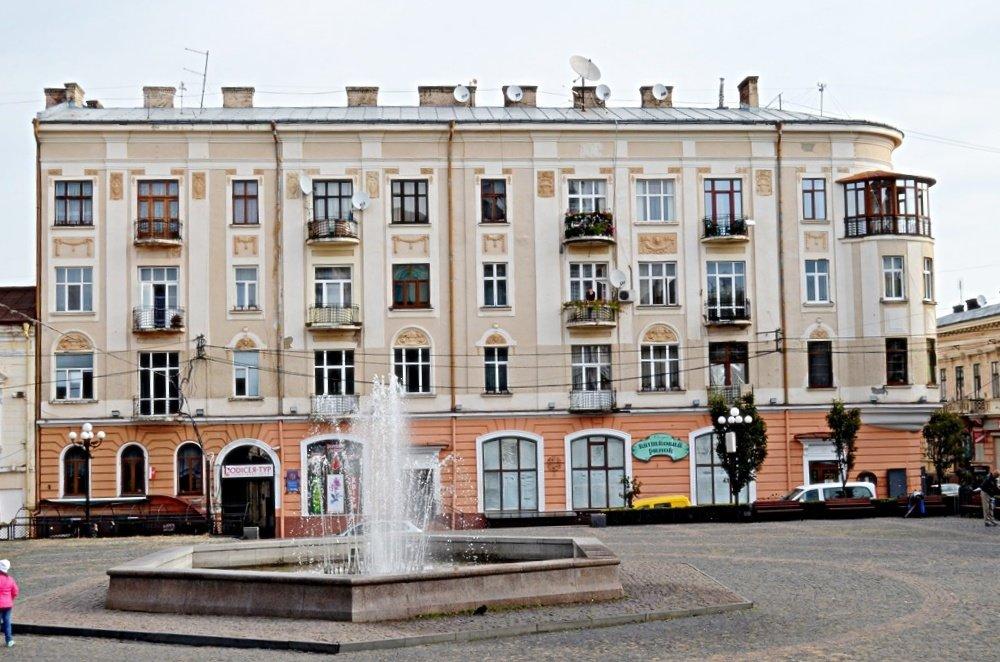 Чернівці площа Філармонії - Степан Карачко