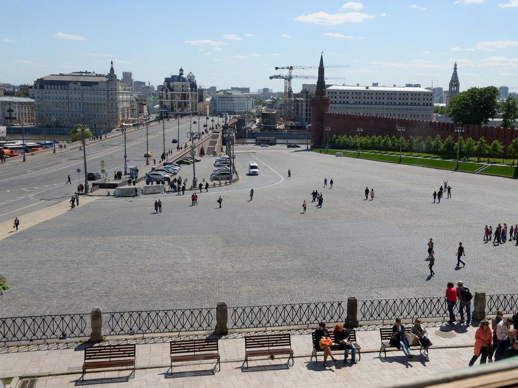 Вид на Москворейкий мост из Храма Василия Блаженного - Владимир Брагилевский