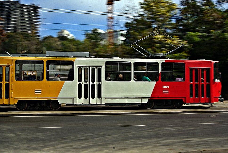 Езжайте в Аркадию стареньким пятеньким трамваем, садитесь на скамейку, закройте глаза... - Александр Корчемный