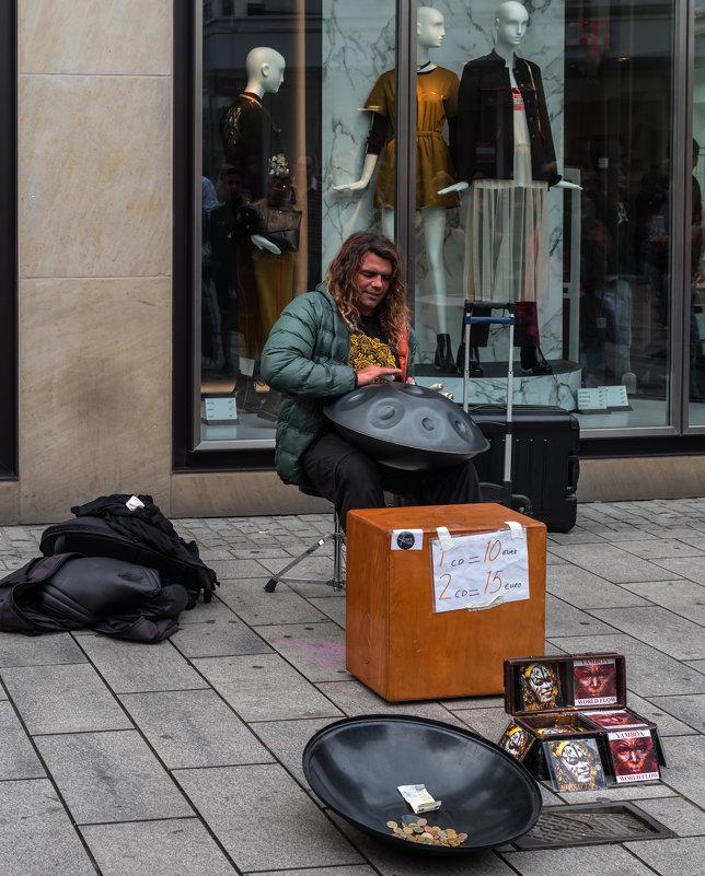 Уличный музыкант - Witalij Loewin