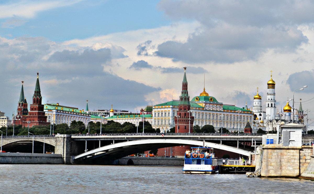 по  Москве реке.. - Клара