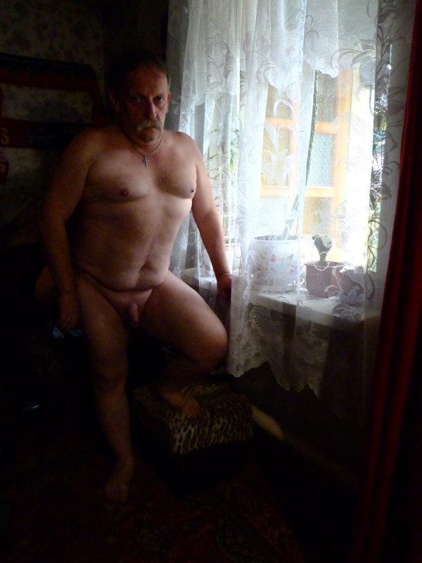 у окна - Кузьма Сергеев