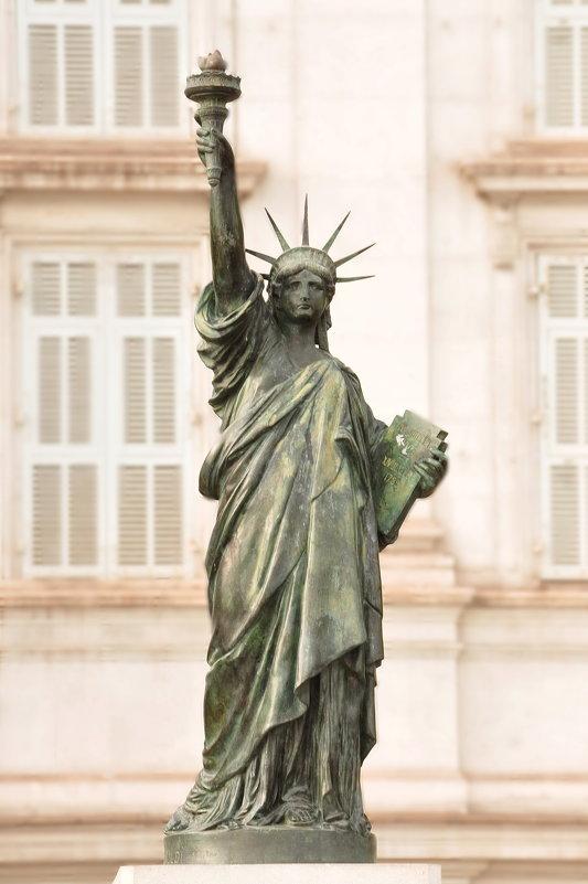 """""""Неожиданно... Статуя Свободы в Ницце"""" - Юлiя :))"""