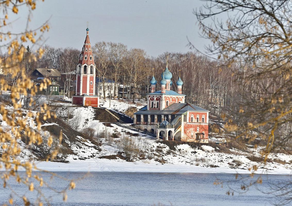 Морозное утро в провинциальном городке - Владимир
