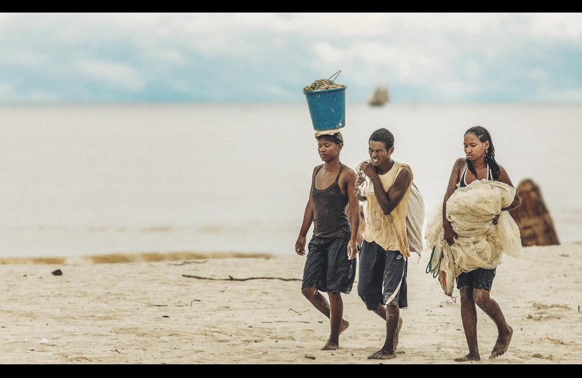 Будни Мадагаскара...После вечернего лова. - Александр Вивчарик