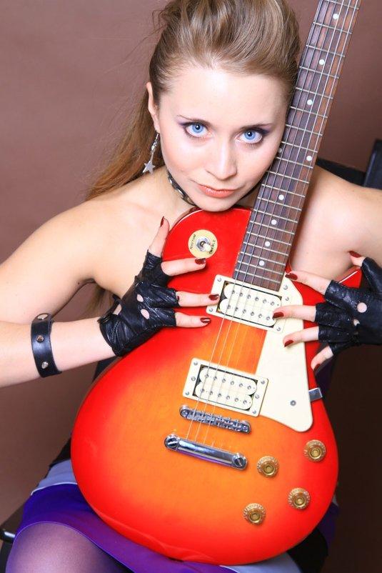 Портрет с гитарой - Компания БизнесФото