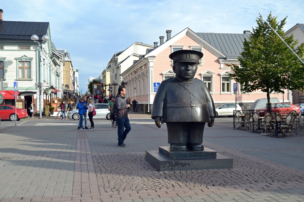 Полицейский на Рыночной площади - Ольга