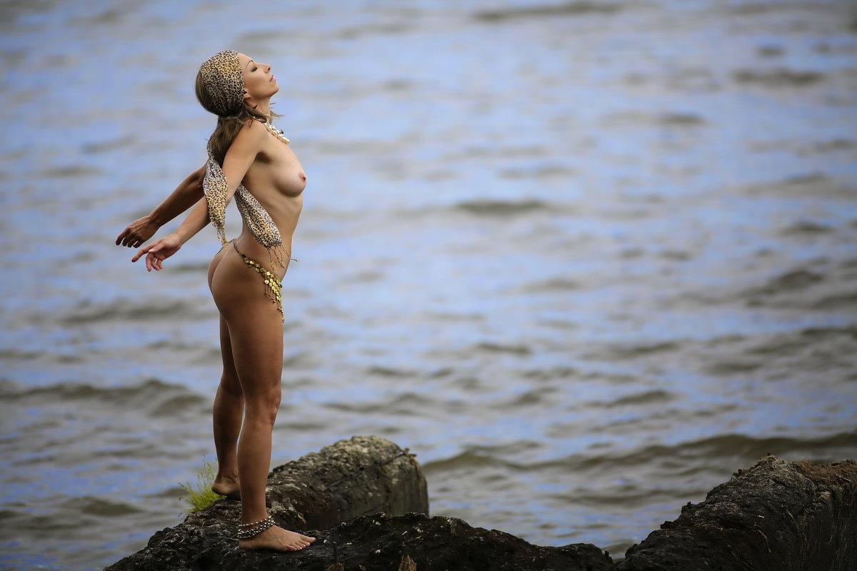 Закрыть глаза , услышать море... - Елена