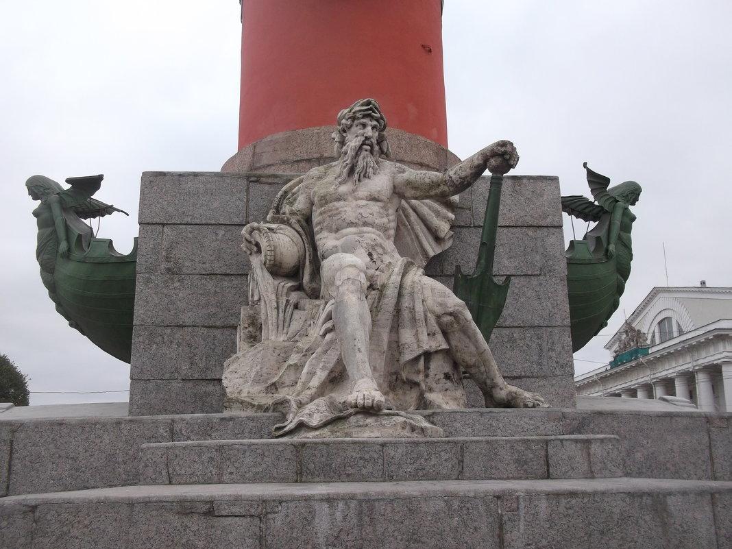 Статуя на Ростральной Колонне - Svetlana Lyaxovich