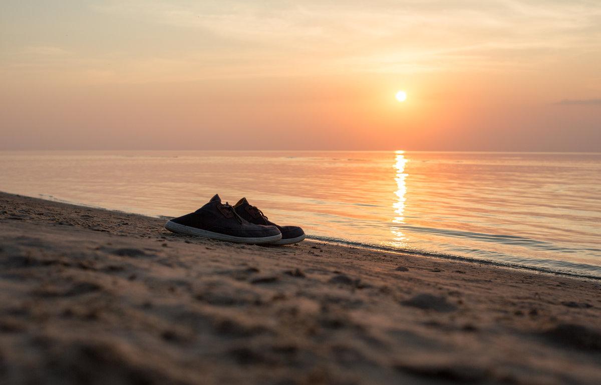 Вечерняя прогулка по пляжу босиком - Gotardo Ro