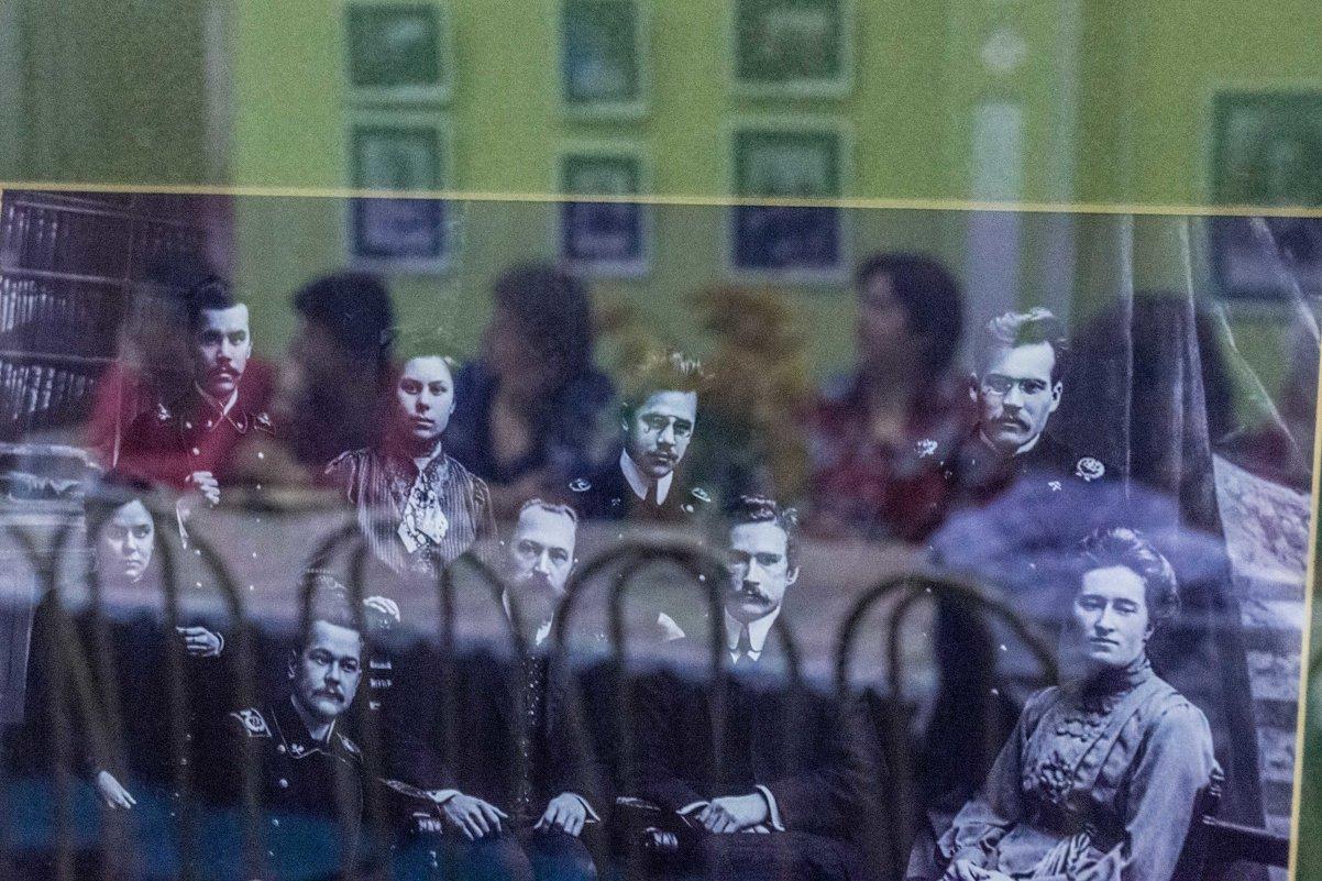 Между прошлым и будущим, или Просто отражение - Валерий Симонов