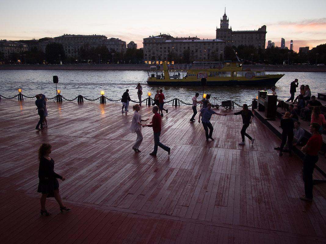 Танцы на набережной - 2 - Руслан Гончар